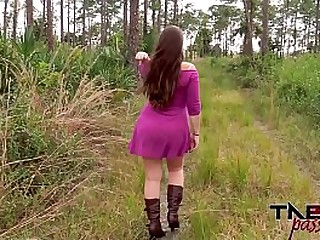 Outdoor blowjob and brunette fuck